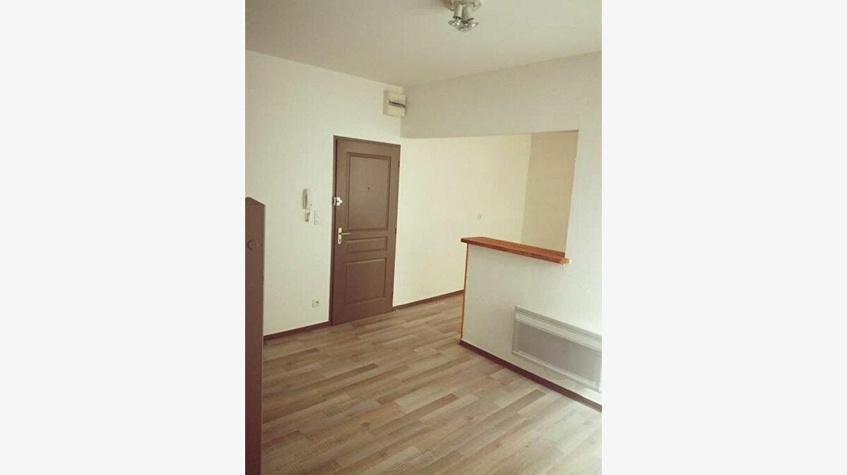 Location Appartement 3 pièces à Saint-Paul-Trois-Châteaux - vignette-1