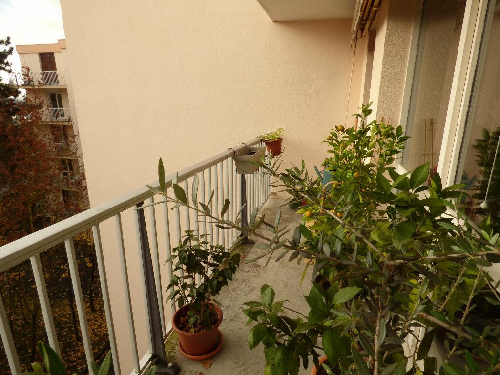 Achat Appartement 4 pièces à Vaires-sur-Marne - vignette-4