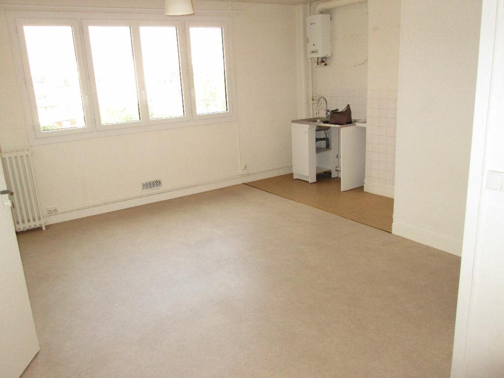 Location Appartement 1 pièce à Clamart - vignette-1