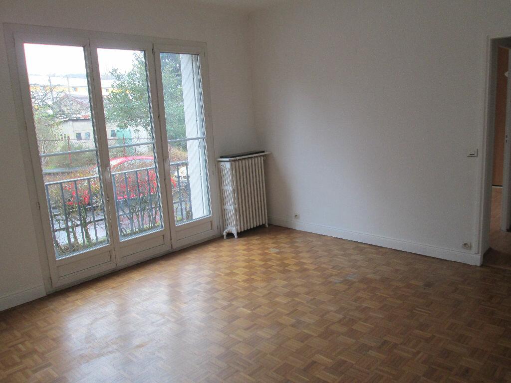 Location Appartement 3 pièces à Clamart - vignette-1