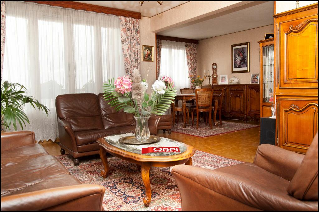 Achat Appartement 5 pièces à Neuilly-sur-Marne - vignette-3