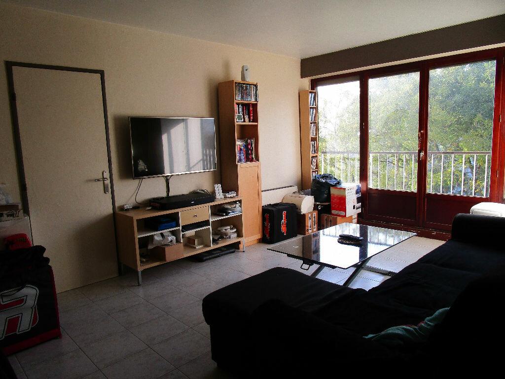 Achat Appartement 2 pièces à Chennevières-sur-Marne - vignette-2