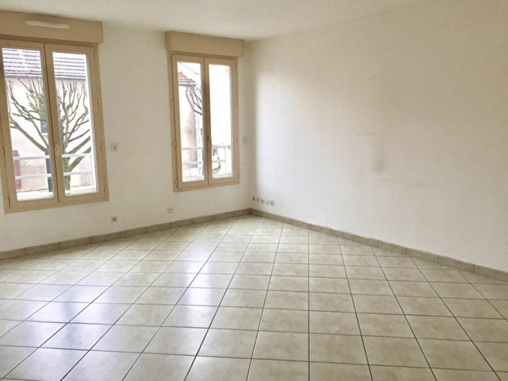 Location Appartement 2 pièces à Villemomble - vignette-2
