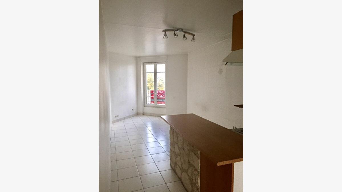 Location Appartement 1 pièce à Noisy-le-Grand - vignette-1