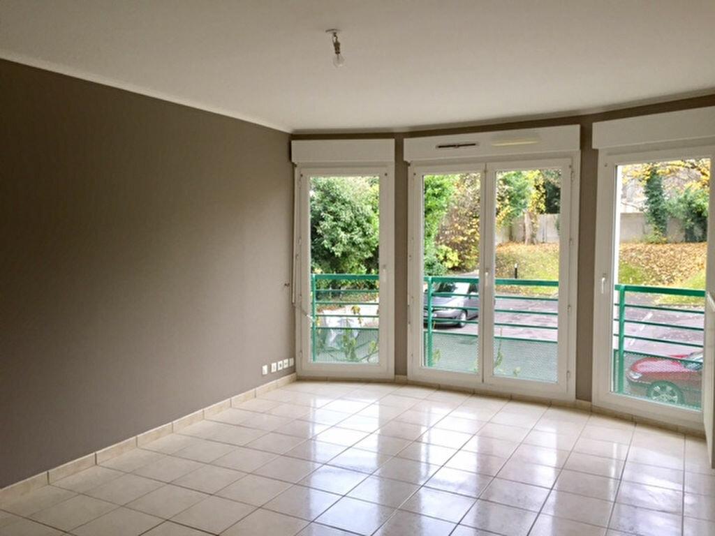 Location Appartement 2 pièces à Noisy-le-Grand - vignette-2