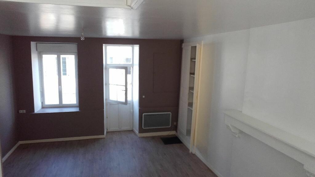 Location Maison 3 pièces à Saint-Cosme-en-Vairais - vignette-1