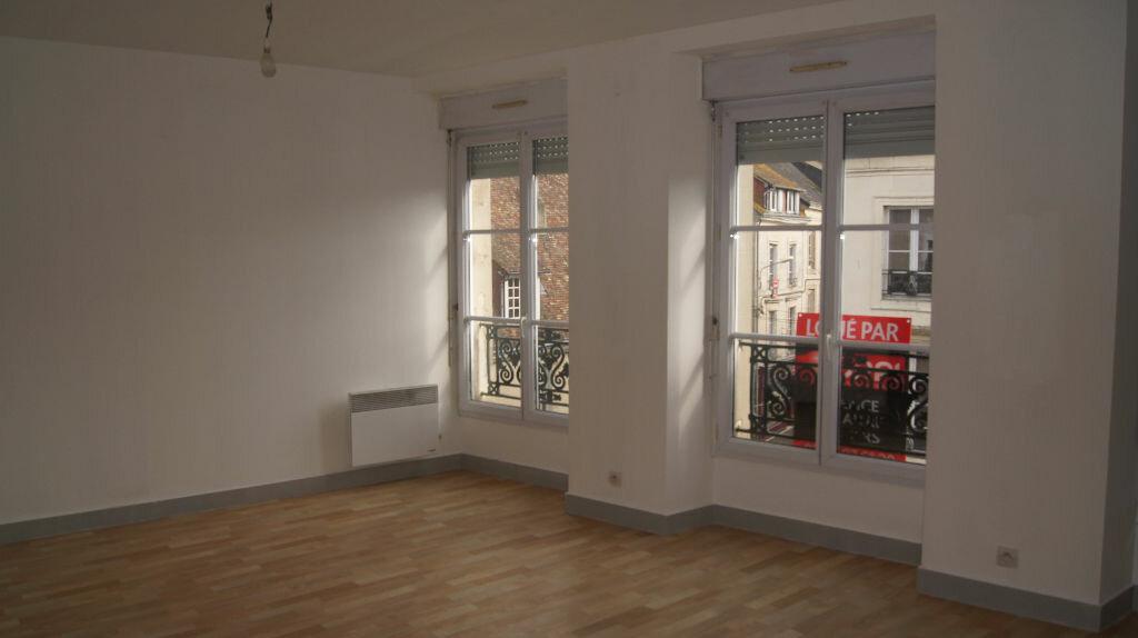 Location Appartement 3 pièces à Mamers - vignette-1