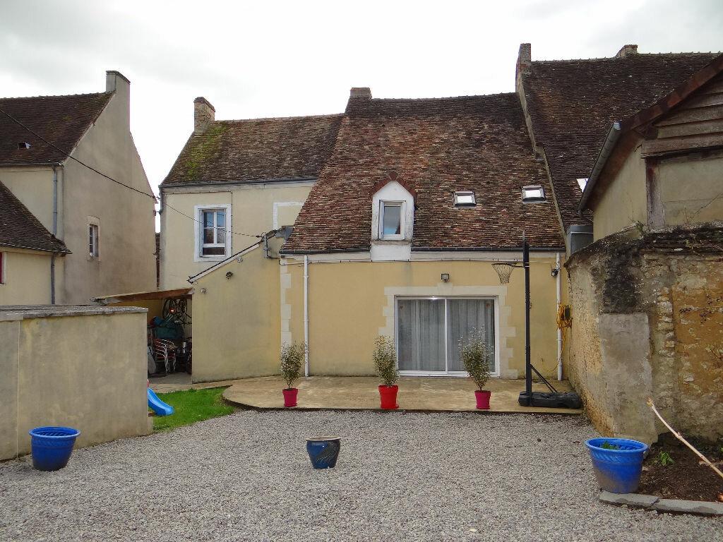 Achat Maison 8 pièces à Saint-Cosme-en-Vairais - vignette-1