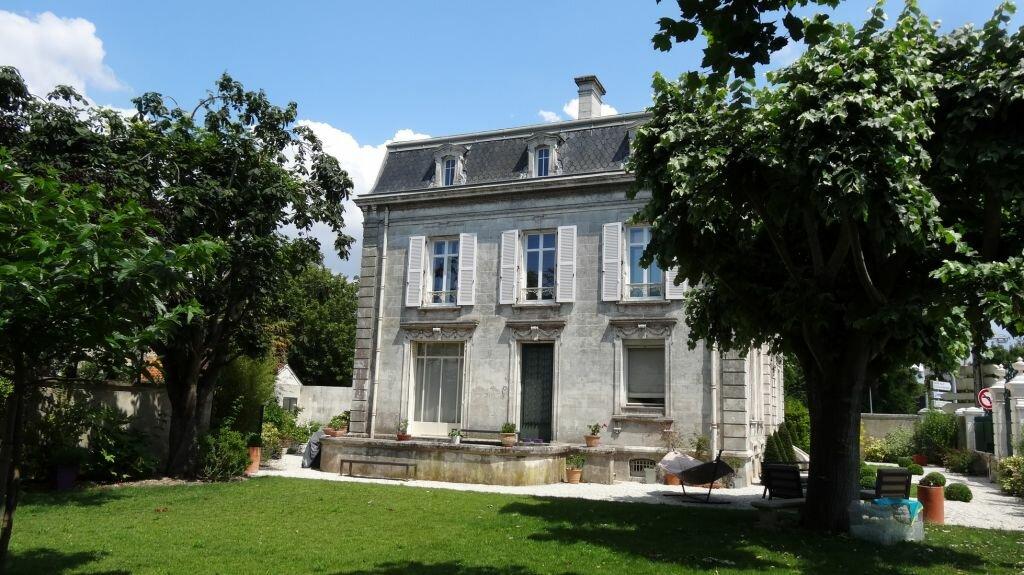 Achat Maison 13 pièces à La Rochelle - vignette-1