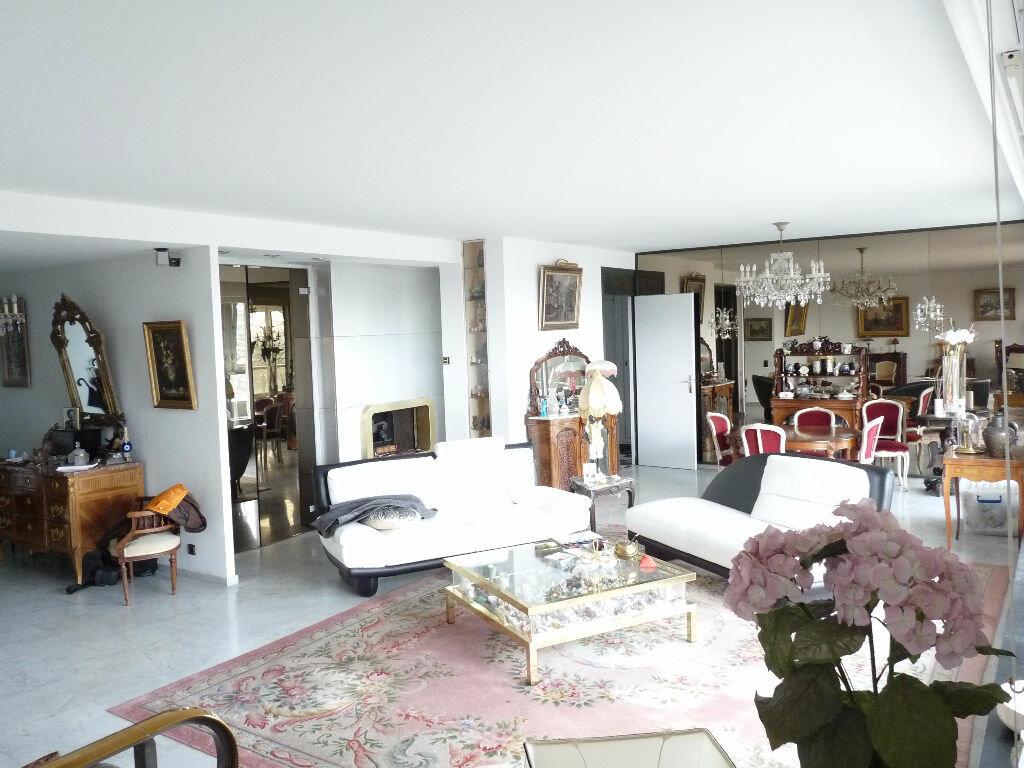 Achat Appartement 5 pièces à Saint-Didier-au-Mont-d'Or - vignette-2