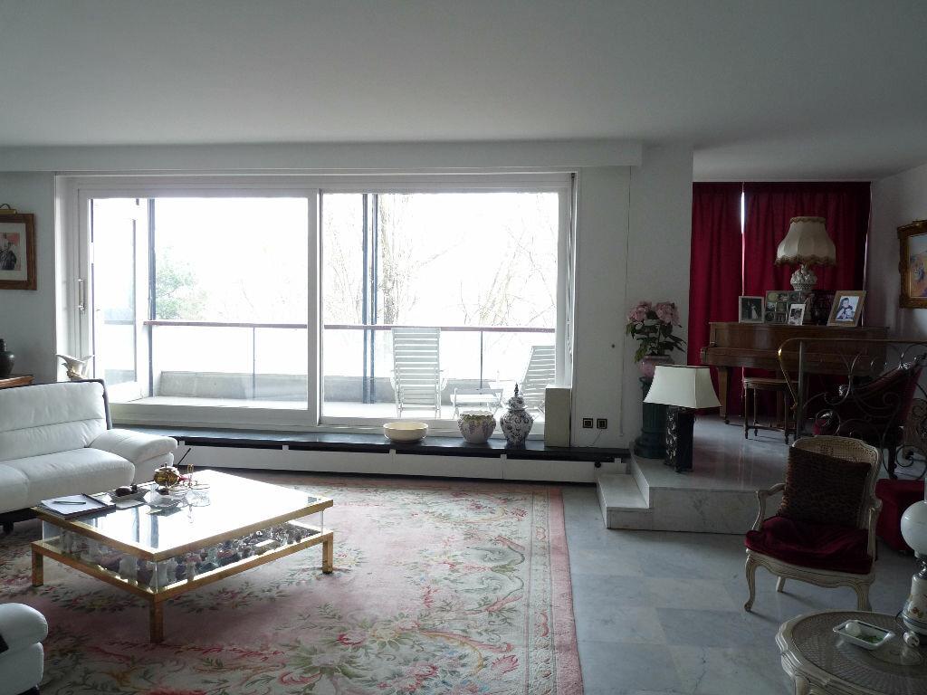 Achat Appartement 5 pièces à Saint-Didier-au-Mont-d'Or - vignette-3