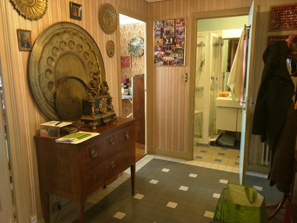 Achat Appartement 3 pièces à Lyon 6 - vignette-2