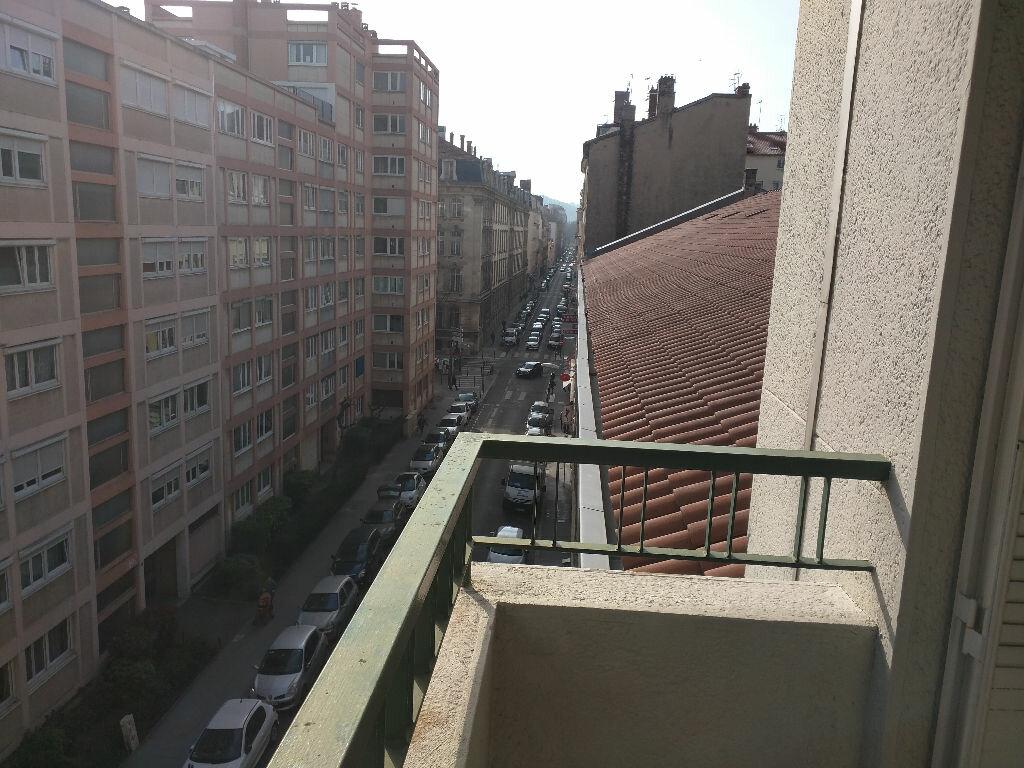 Achat Appartement 3 pièces à Lyon 6 - vignette-3