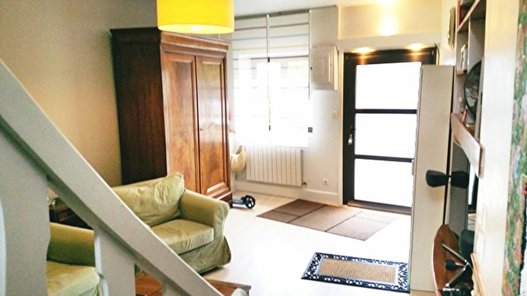Achat Appartement 6 pièces à Saint-Genis-les-Ollières - vignette-1