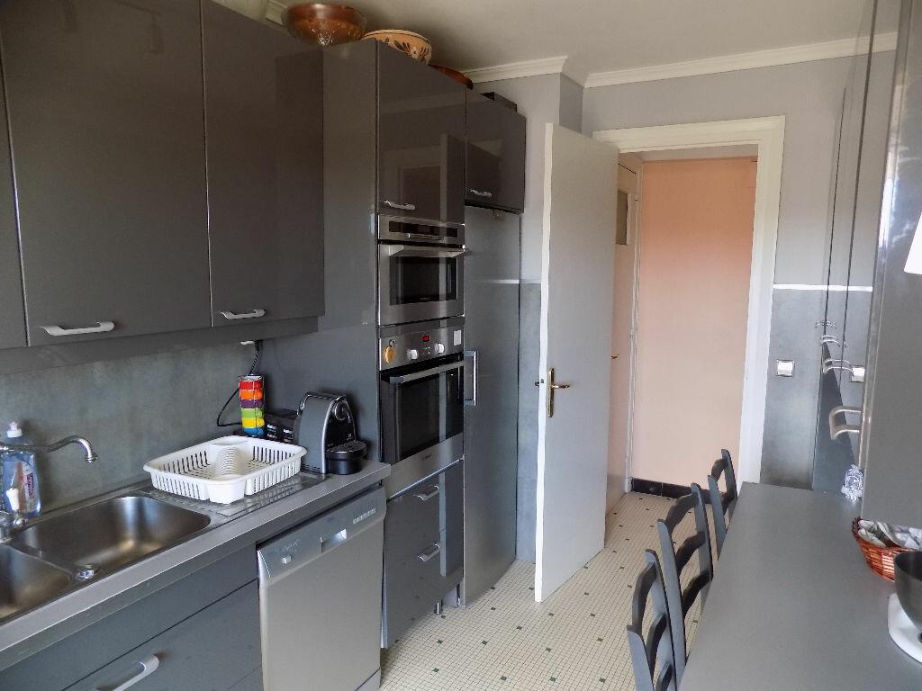 Achat Appartement 5 pièces à Bron - vignette-5