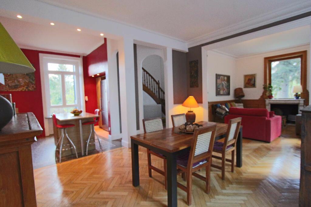 Location Maison 10 pièces à Tassin-la-Demi-Lune - vignette-1