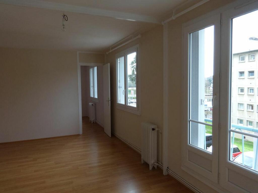Location Appartement 4 pièces à Évreux - vignette-1