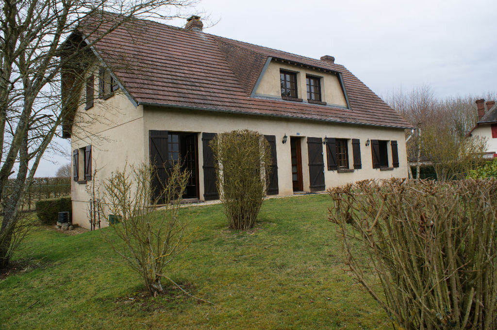 Location Maison 7 pièces à Caugé - vignette-1