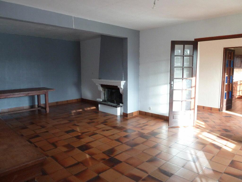 Location Maison 7 pièces à Caugé - vignette-2