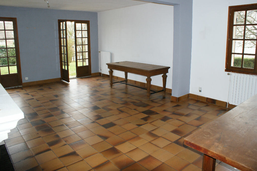 Location Maison 7 pièces à Caugé - vignette-3
