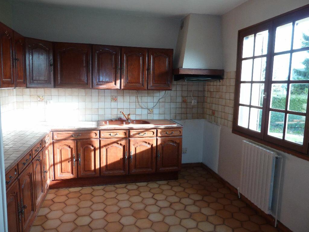 Location Maison 7 pièces à Caugé - vignette-5