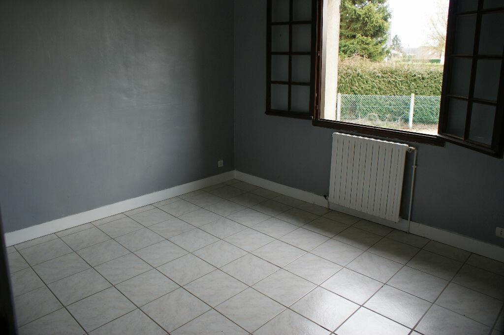 Location Maison 7 pièces à Caugé - vignette-6