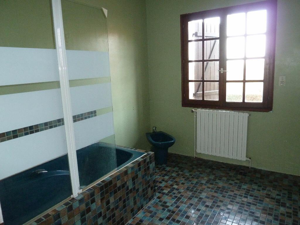 Location Maison 7 pièces à Caugé - vignette-8