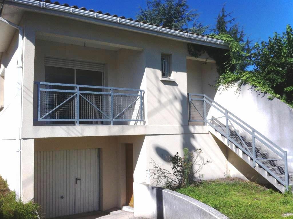Location Maison 4 pièces à Villenave-d'Ornon - vignette-1
