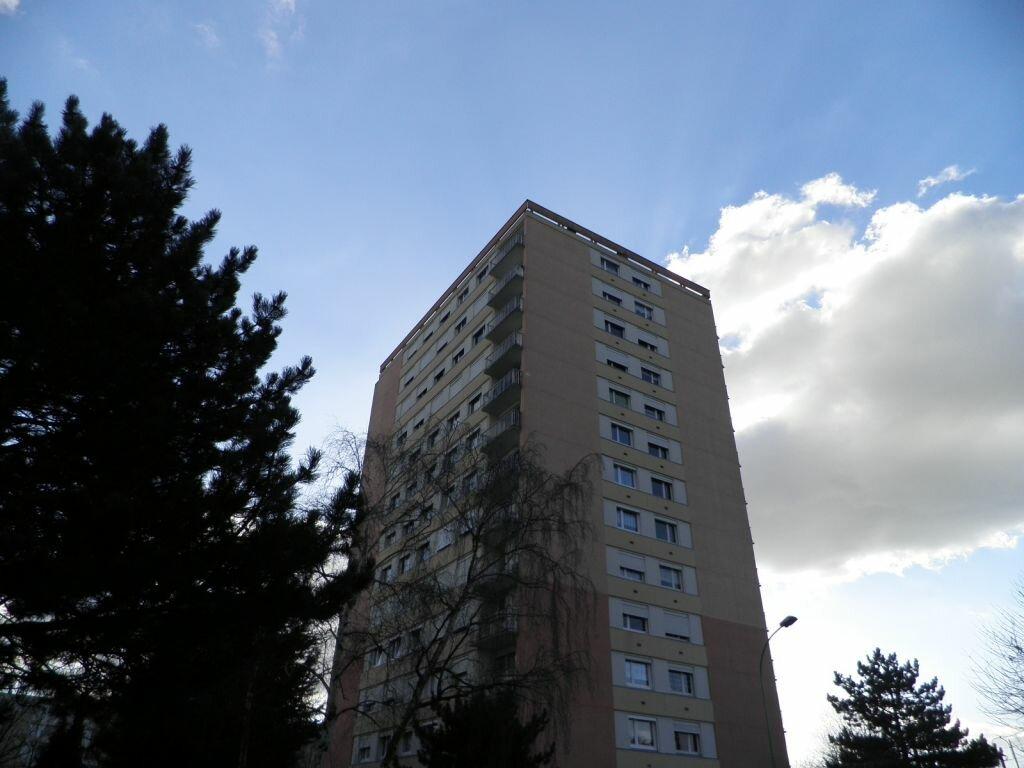 Achat Appartement 5 pièces à Saint-Étienne-du-Rouvray - vignette-1
