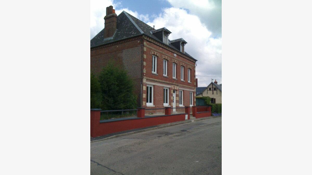 Location Maison 8 pièces à Houppeville - vignette-1