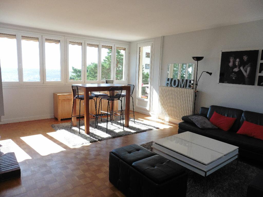 Achat Appartement 4 pièces à Bois-Guillaume - vignette-1