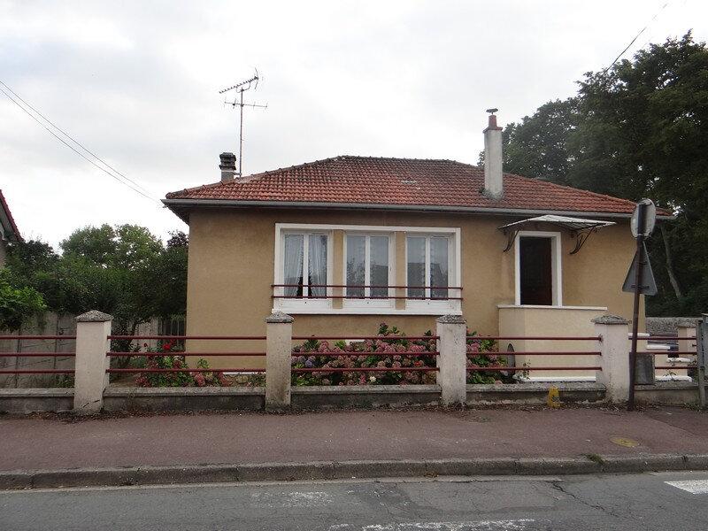 Location Maison 4 pièces à Rozay-en-Brie - vignette-1