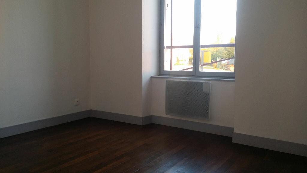 Location Appartement 3 pièces à Chauffry - vignette-1
