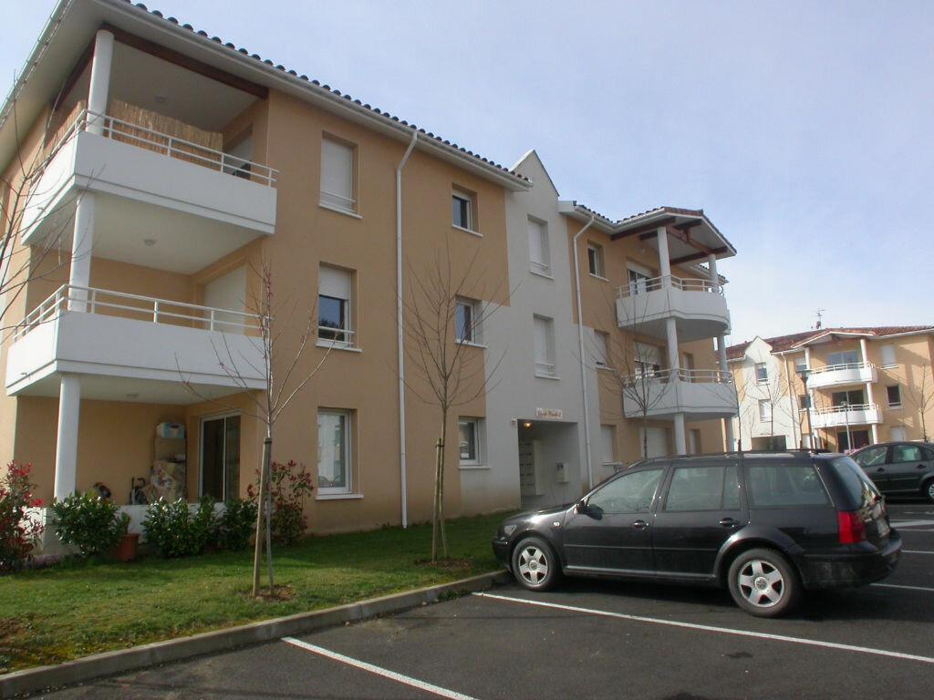 Location Appartement 2 pièces à Saint-Pierre-du-Mont - vignette-1