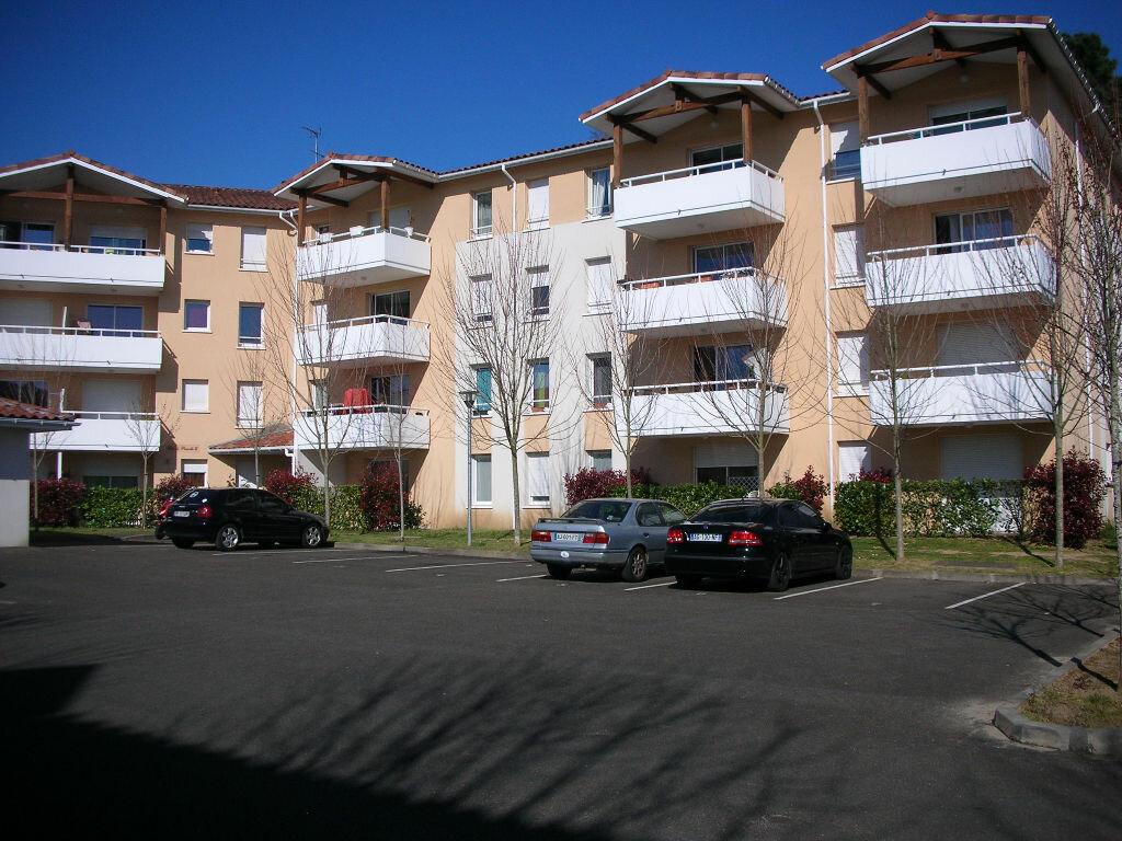 Location Appartement 3 pièces à Saint-Pierre-du-Mont - vignette-1