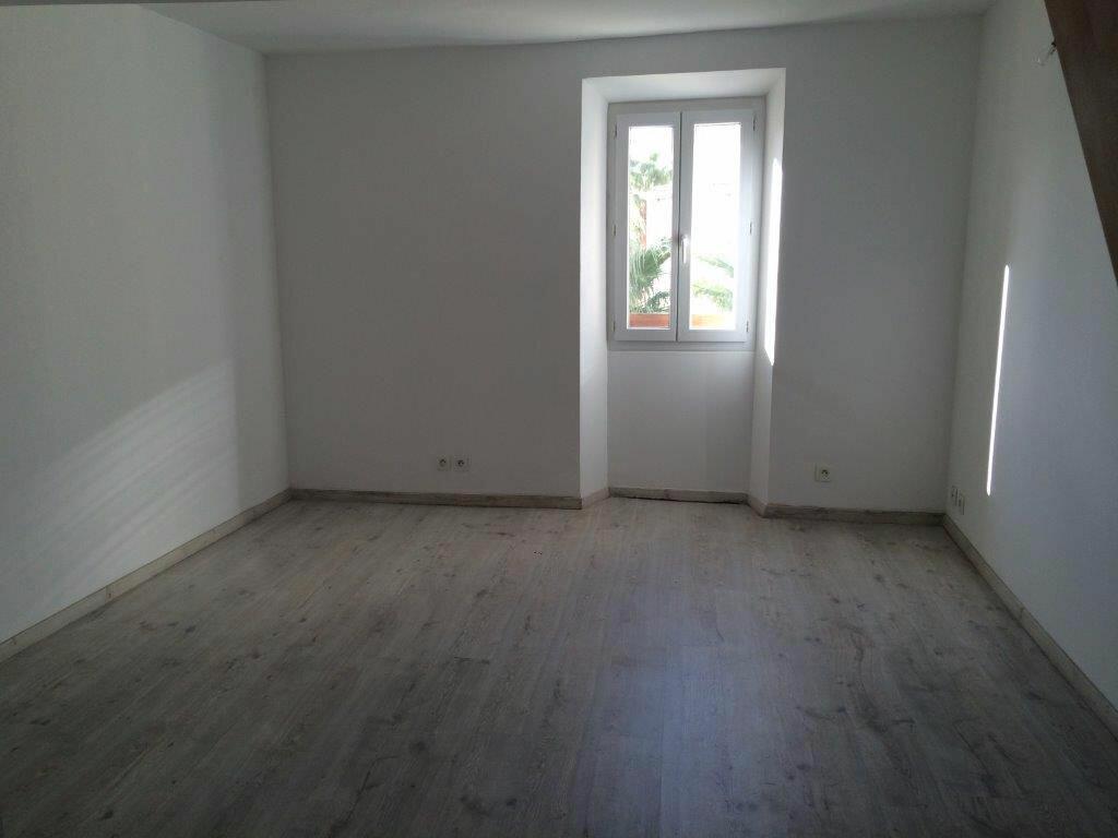 Location Appartement 3 pièces à Ollioules - vignette-1