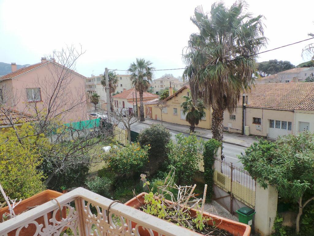 Location Appartement 4 pièces à Toulon - vignette-1
