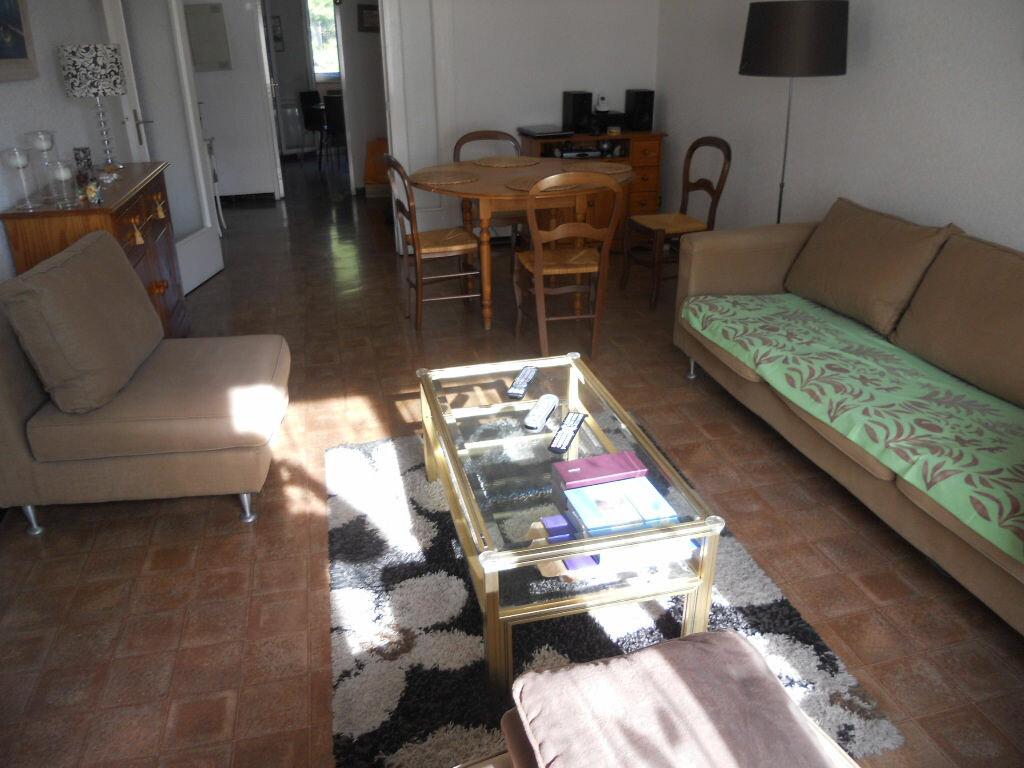 Achat Appartement 4 pièces à Le Revest-les-Eaux - vignette-2