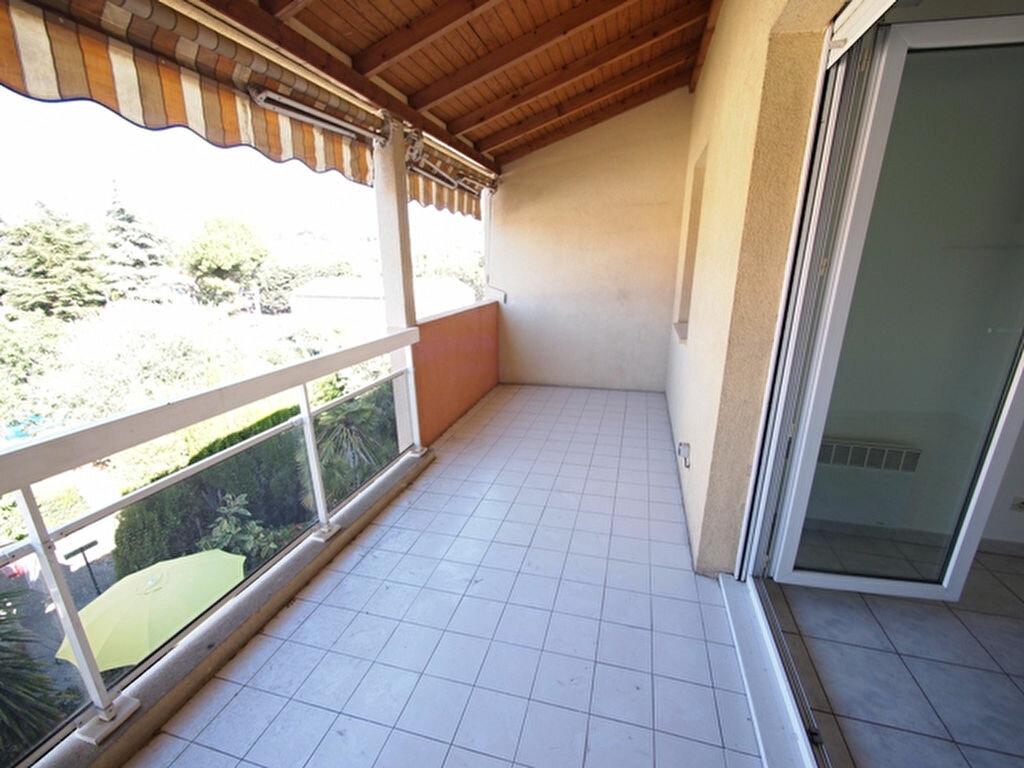 Location Appartement 2 pièces à Saint-Laurent-du-Var - vignette-1