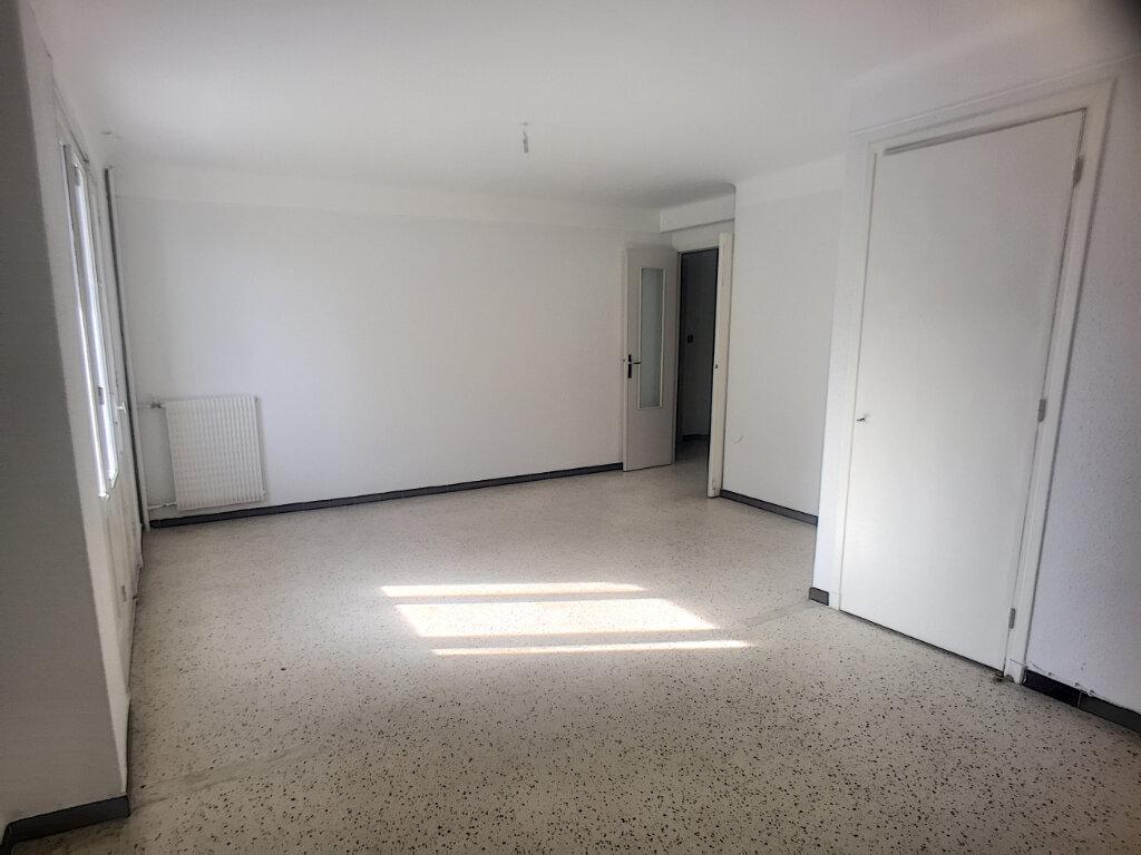 Achat Appartement 4 pièces à Cagnes-sur-Mer - vignette-2