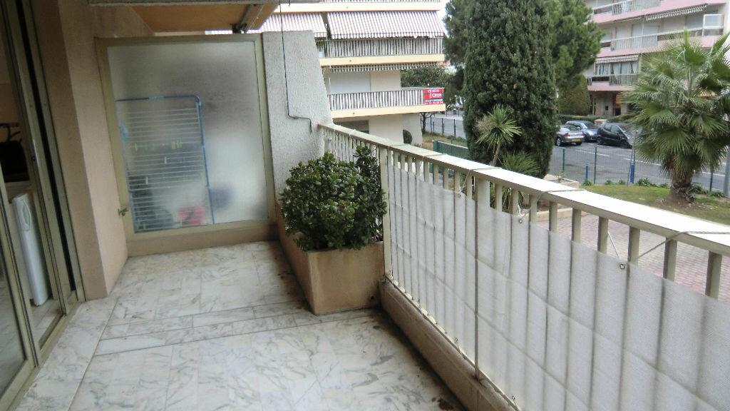 Location Appartement 1 pièce à Saint-Laurent-du-Var - vignette-1