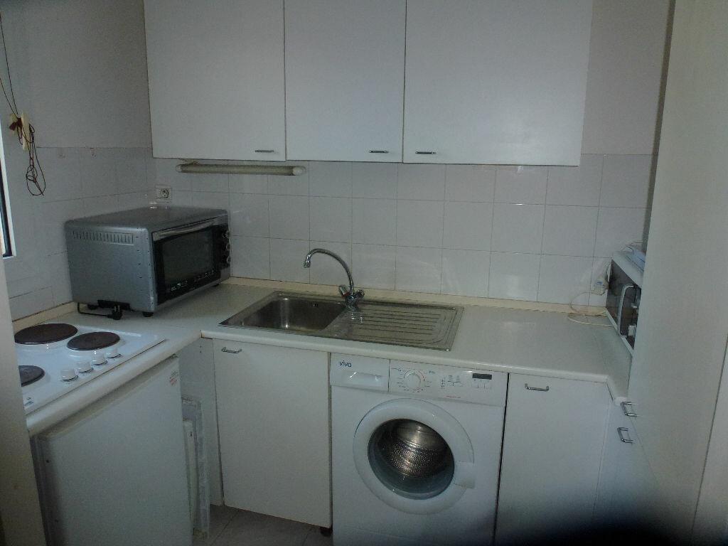 Location Appartement 1 pièce à Saint-Laurent-du-Var - vignette-4