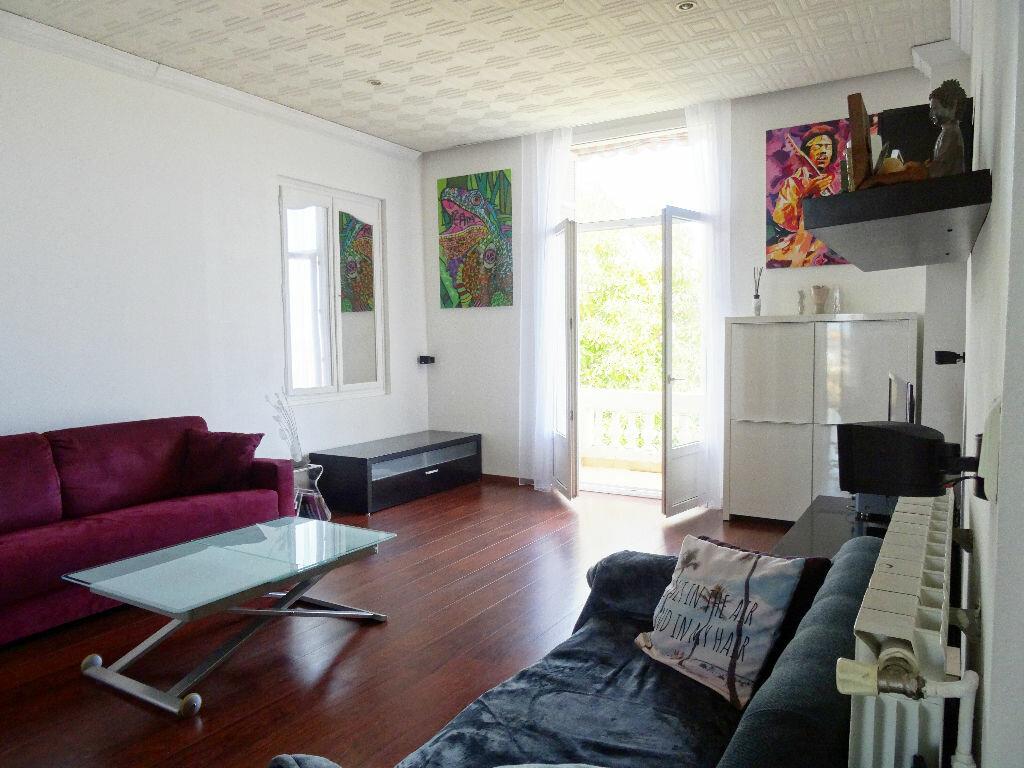 Achat Appartement 2 pièces à Saint-Laurent-du-Var - vignette-2