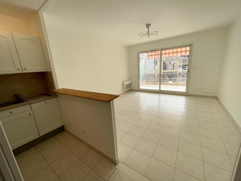 Location Appartement 2 pièces à Cagnes-sur-Mer - vignette-2