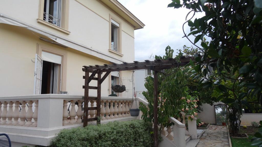 Achat Maison 4 pièces à Saint-Laurent-du-Var - vignette-1