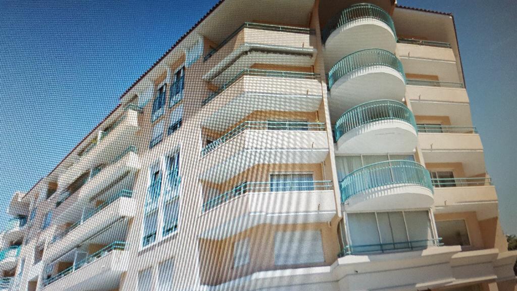 Location Appartement 4 pièces à Saint-Raphaël - vignette-1