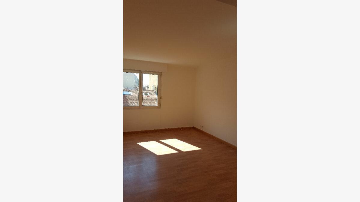Location Appartement 4 pièces à Saint-Raphaël - vignette-4