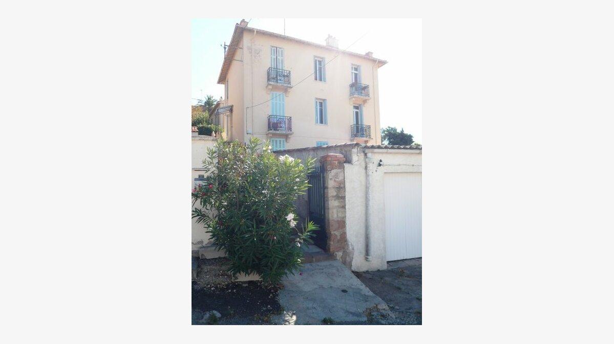 Location Appartement 2 pièces à Saint-Raphaël - vignette-1