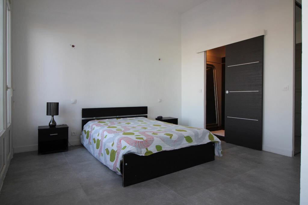 Achat Appartement 5 pièces à Saint-Raphaël - vignette-6
