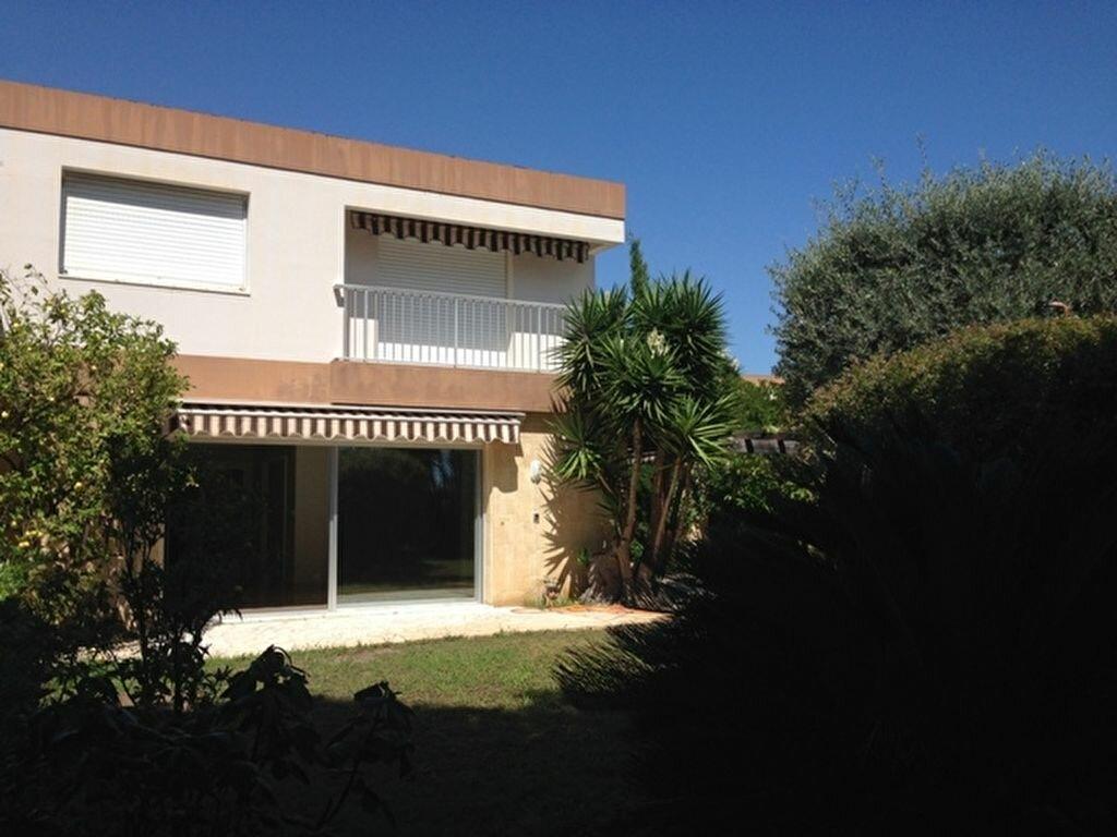 Location Maison 4 pièces à Cagnes-sur-Mer - vignette-1